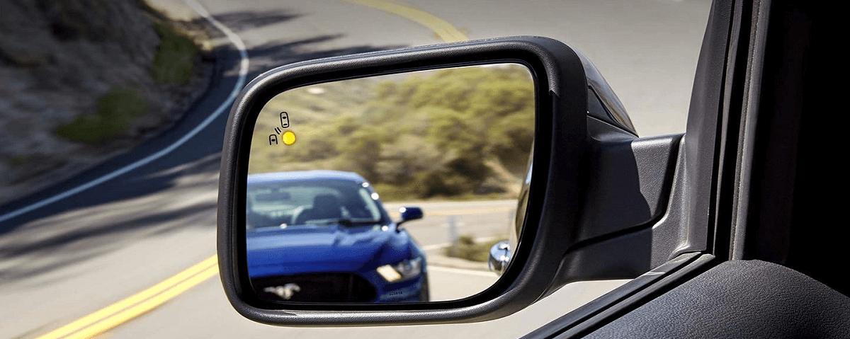 Cảnh báo điểm mù trên ghương của Explorer 2021