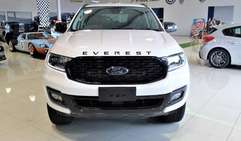 Phía trước đầu xe Ford Everest Sport Màu trắng 2021