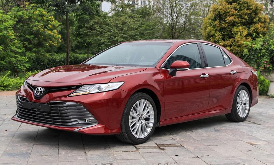 Toyota Camry 2021 mới màu đỏ